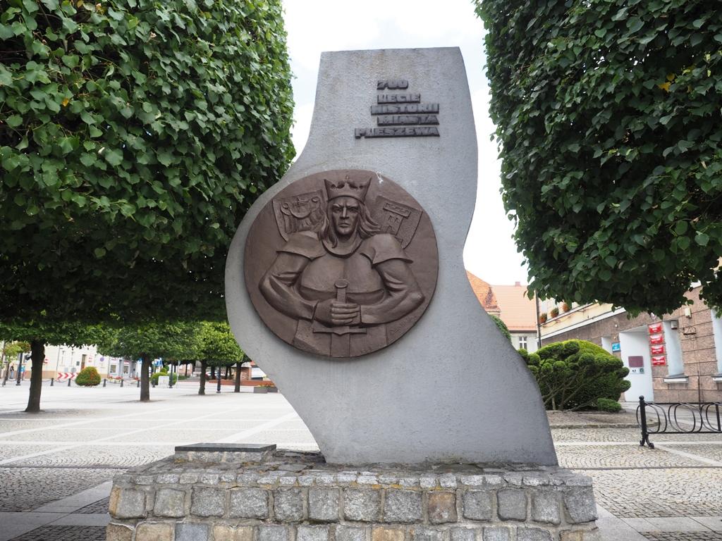 pomnik 700-lecia pleszewa